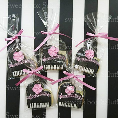プチギフト用ピアノのアイシングクッキー