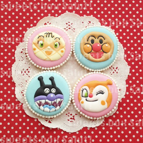 人気キャラクターのアイシングクッキー