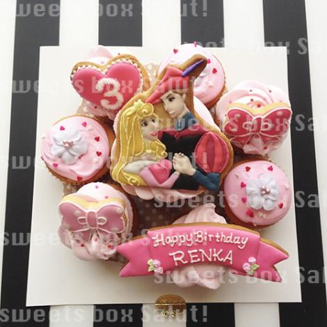 オーロラ姫のお誕生日用アイシングカップケーキ