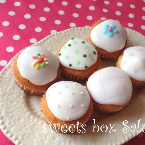 プチサイズのカップケーキ