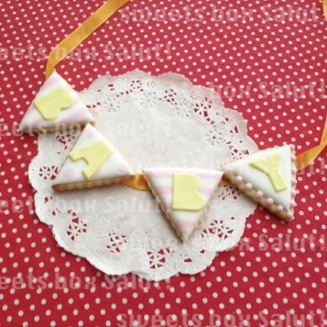 「BABY」ガーランド(三角フラッグ)のアイシングクッキー1