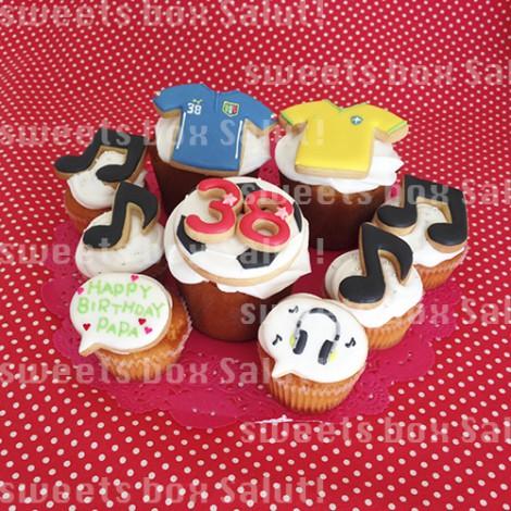 サッカー好きパパへのお誕生日用アイシングカップケーキ1