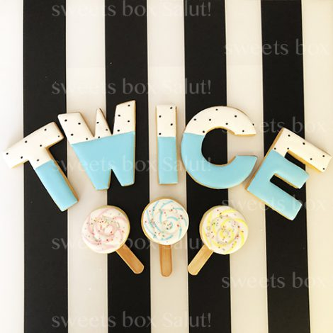 「TWICE」のアイシングクッキー1