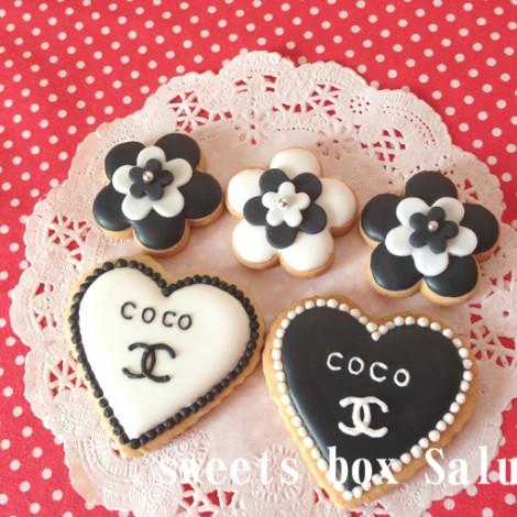 結婚お祝いにシャネルモチーフのアイシングクッキー1
