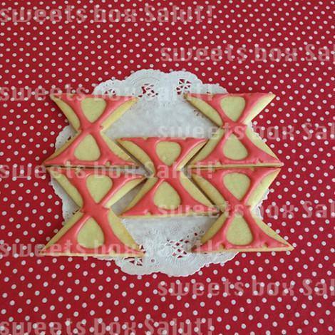 「X JAPAN」ロゴのアイシングクッキー