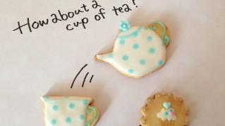 ティーポットとティーカップのアイシングクッキー