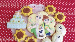 アナと雪の女王-エルサのサプライズ-のアイシングクッキー