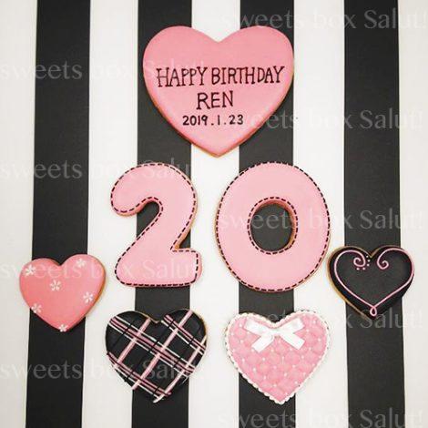 ピンク×クロのかっこかわいい誕生日用アイシングクッキー