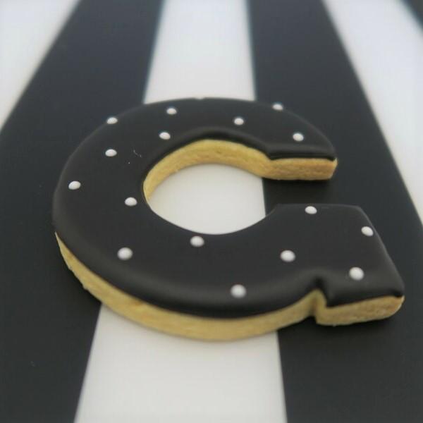 アルファベットのアイシングクッキー