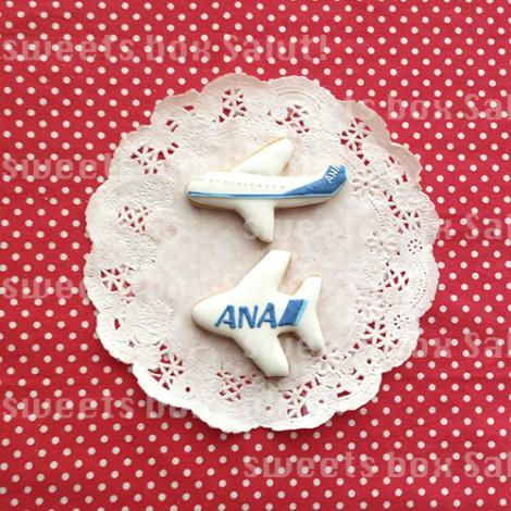 飛行機とメッセージプレートのアイシングクッキー1