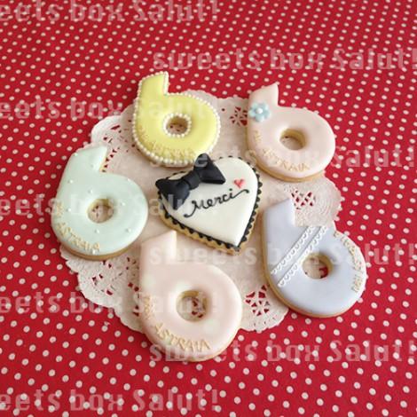 ネイルサロン6周年記念品のアイシングクッキー1