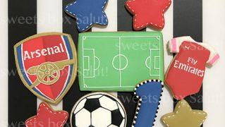サッカーモチーフの誕生日用アイシングクッキー