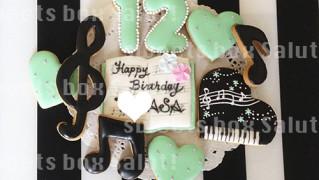 ピアノ好きさんへお誕生日用アイシングクッキー