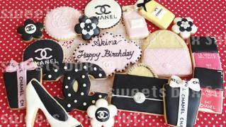 シャネルモチーフのお誕生日用アイシングクッキー