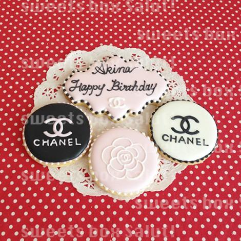 シャネルモチーフのお誕生日用アイシングクッキー1