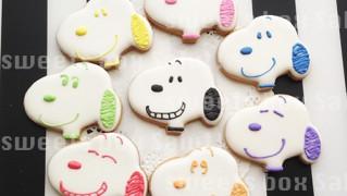 カラフルなスヌーピーのアイシングクッキー