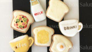 トーストとカップのアイシングクッキー