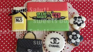 湘南乃風のHAN-KUNロゴとシャネルモチーフのアイシングクッキー