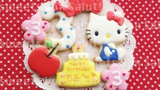 ハローキティの誕生日用アイシングクッキー