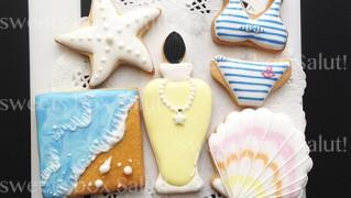 夏アイテムと香水瓶のアイシングクッキー