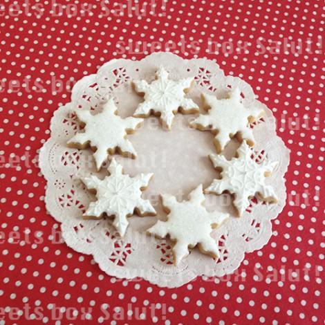 雪の結晶のアイシングクッキー