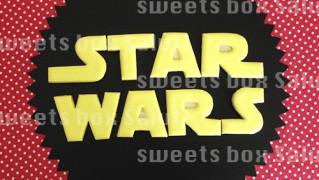 「STAR WARS」ロゴのアイシングクッキー