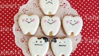 にこにこな歯と虫歯のアイシングクッキー