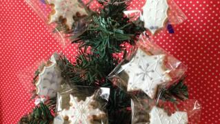 テーブルツリーをアイシングクッキーで飾りました
