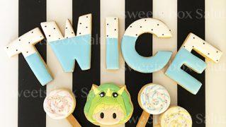 「TWICE」のアイシングクッキー